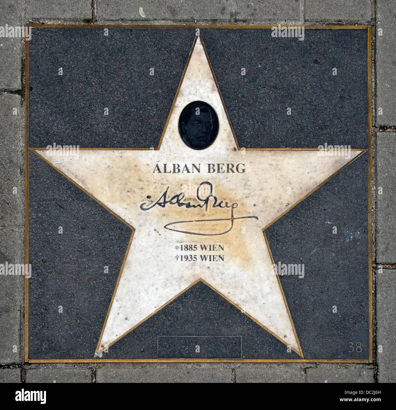Der Stern von Alban Berg, auf dem Boden vor der Staatsoper, Wien, Österreich Stockbild