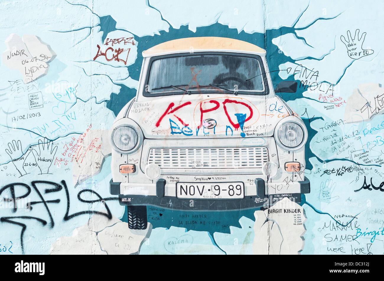 East Side Gallery Teil Der Berliner Mauer Mit Graffiti Streetart