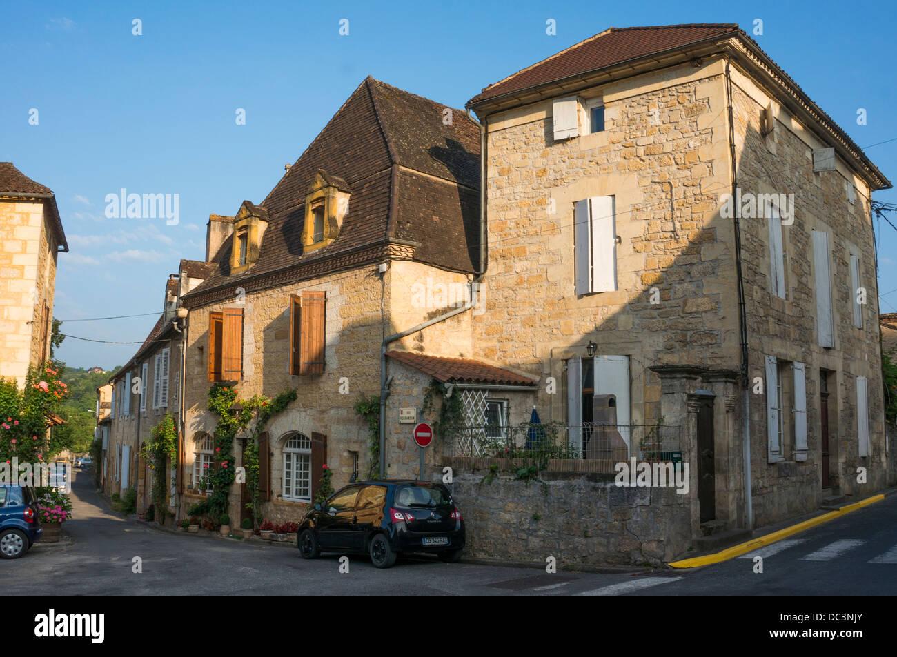 Typisch traditionellen, aus Stein gebauten Häuser in Perpignan, in der Dordogne, Nouvelle-Aquitaine, South Stockbild