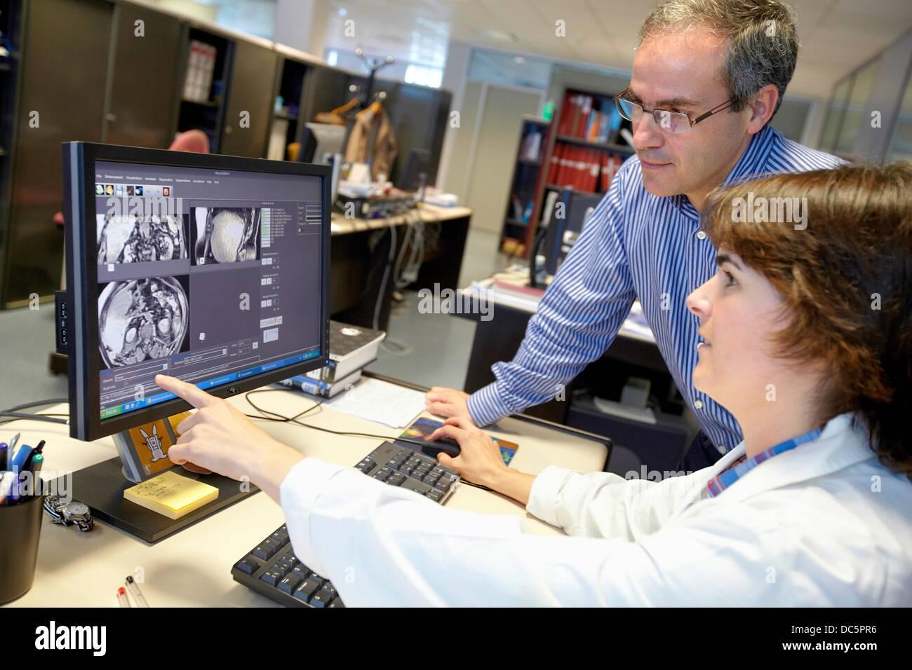 Medizinische Bilder wie MRI Verarbeitungstechniken, Segmentierung, Analyse und Diagnose, Internet der Dinge-Labor, Stockbild