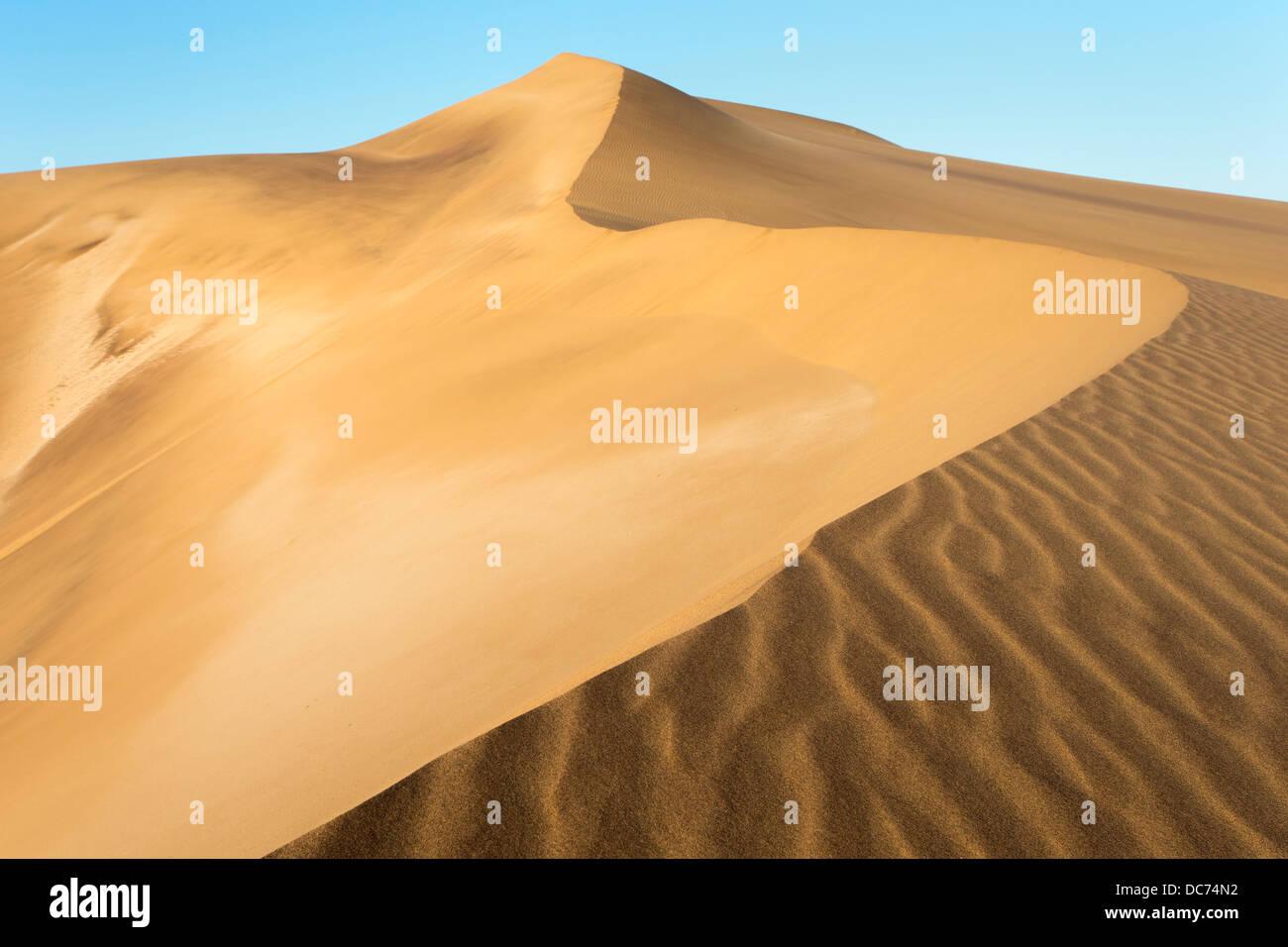 Sanddünen in der Nähe von Swakopmund, Dorob Nationalpark, Namibia, April 2013 Stockbild