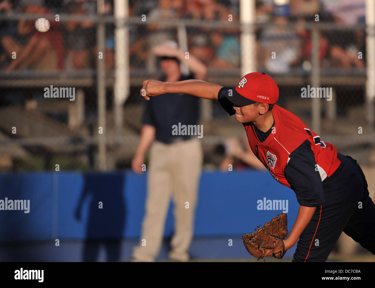 Little League Baseball Pitcher In Stockfotos & Little League ...
