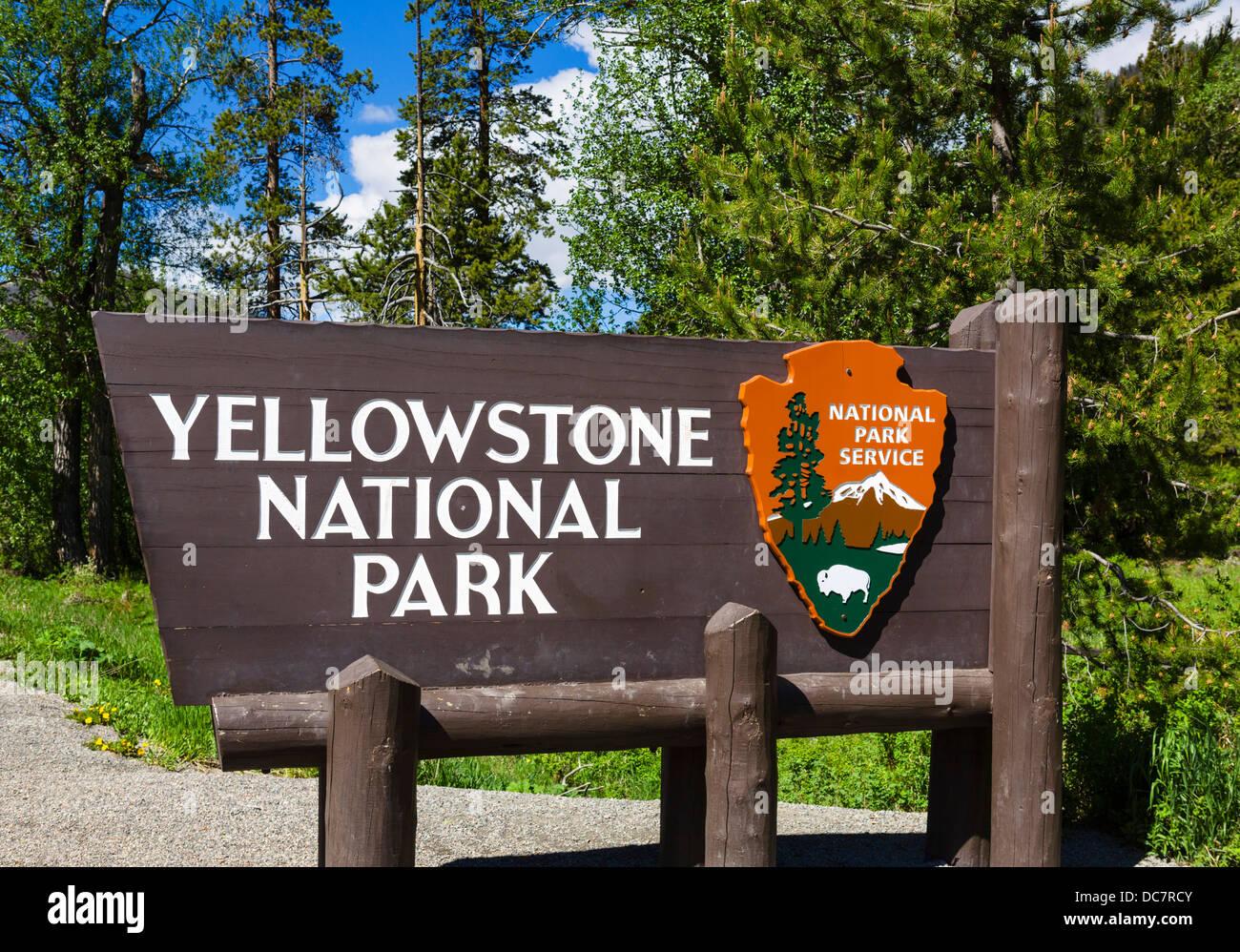 Eingang zum Yellowstone-Nationalpark, Wyoming, USA Stockbild