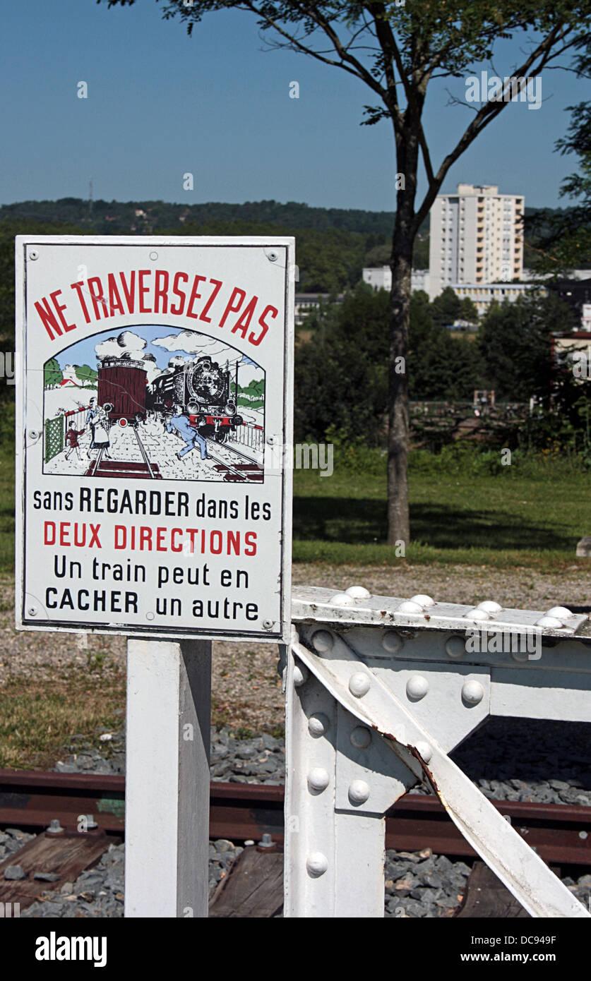 Frankreich, Warnzeichen an UN-bemannte Bahnübergängen Stockbild
