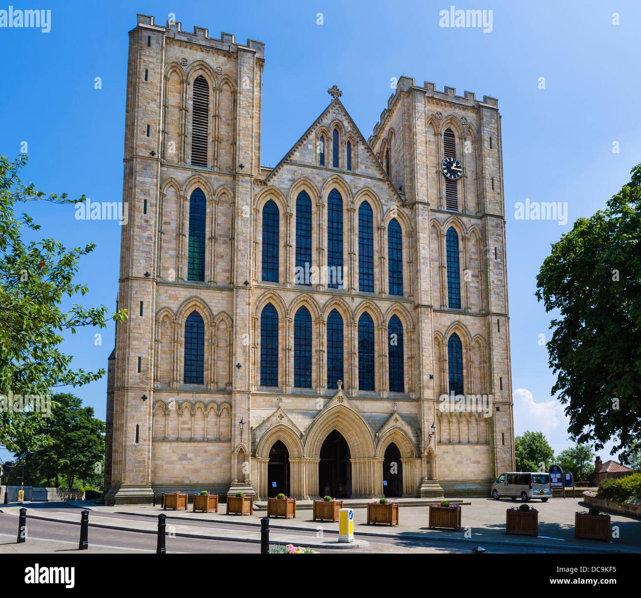 Fassade der Kathedrale von Ripon, Ripon, North Yorkshire, England, UK Stockbild