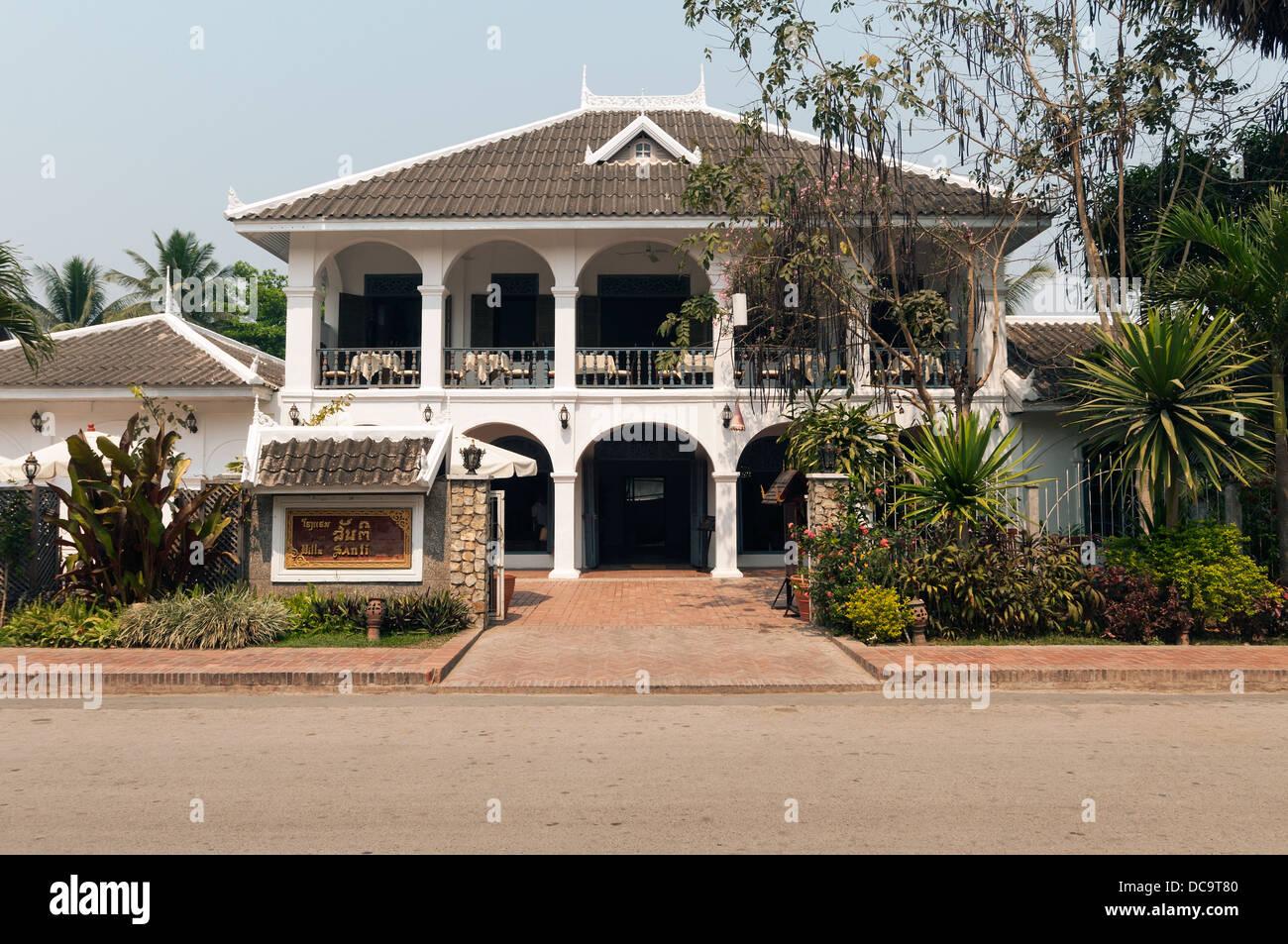 Elk209-1036 Laos, Luang Prabang, Hotel im Kolonialstil Stockbild