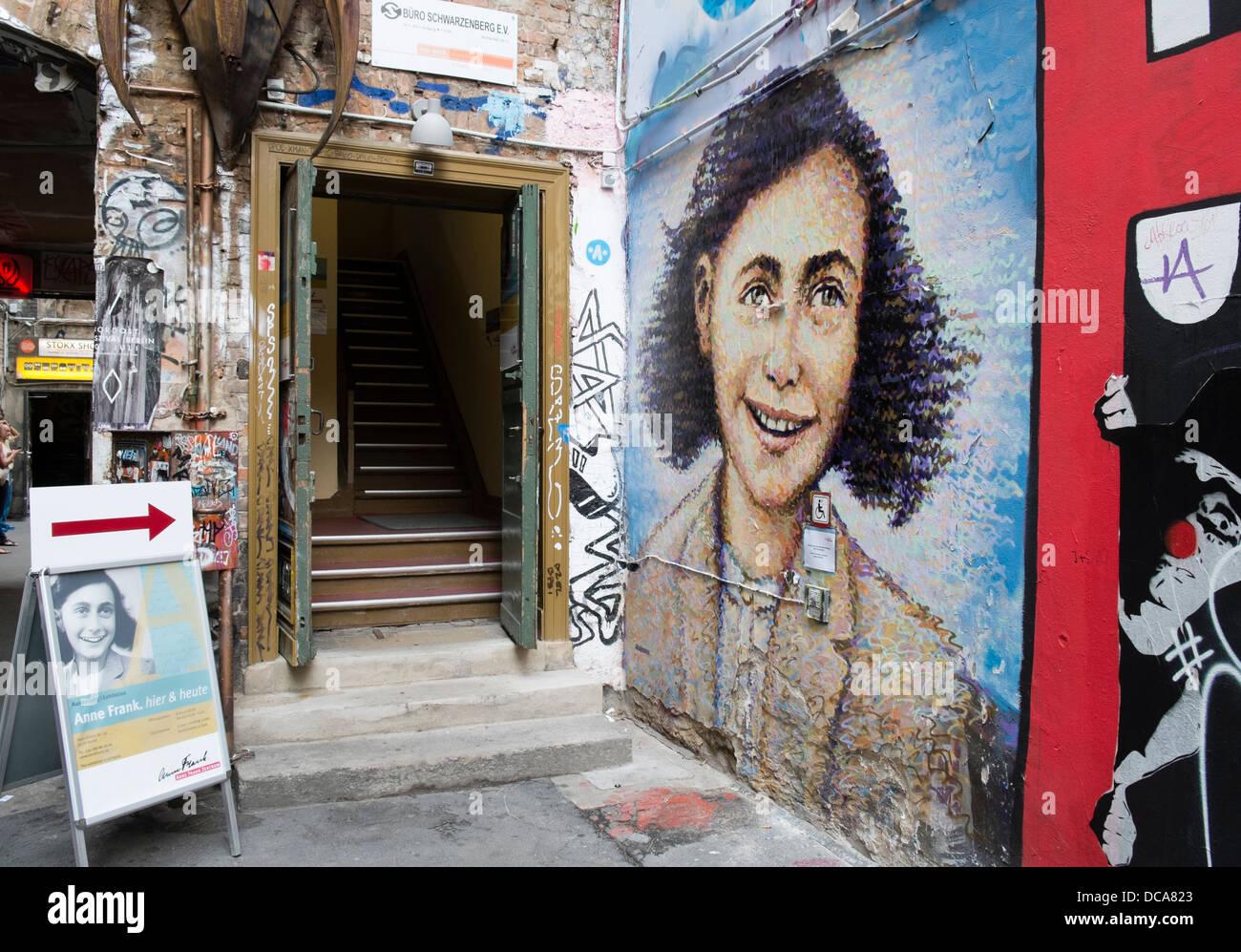 Eingang zum Anne Frank-Ausstellung in Berlin Deutschland Stockbild