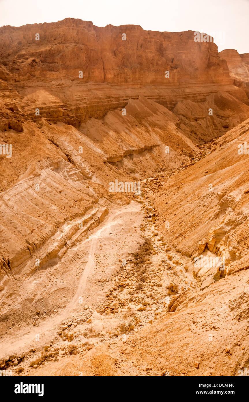 Felsformation in der Judäischen Wüste in der Nähe von Masada in Israel. Stockbild