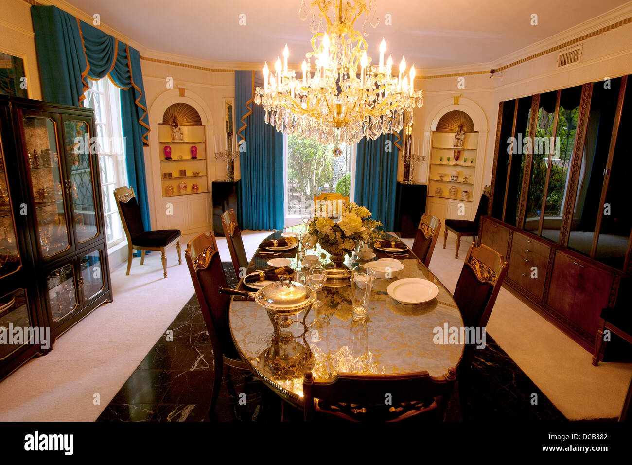 Super Die Dining Room In Graceland Die Heimat Von Elvis Presley In Download Free Architecture Designs Crovemadebymaigaardcom