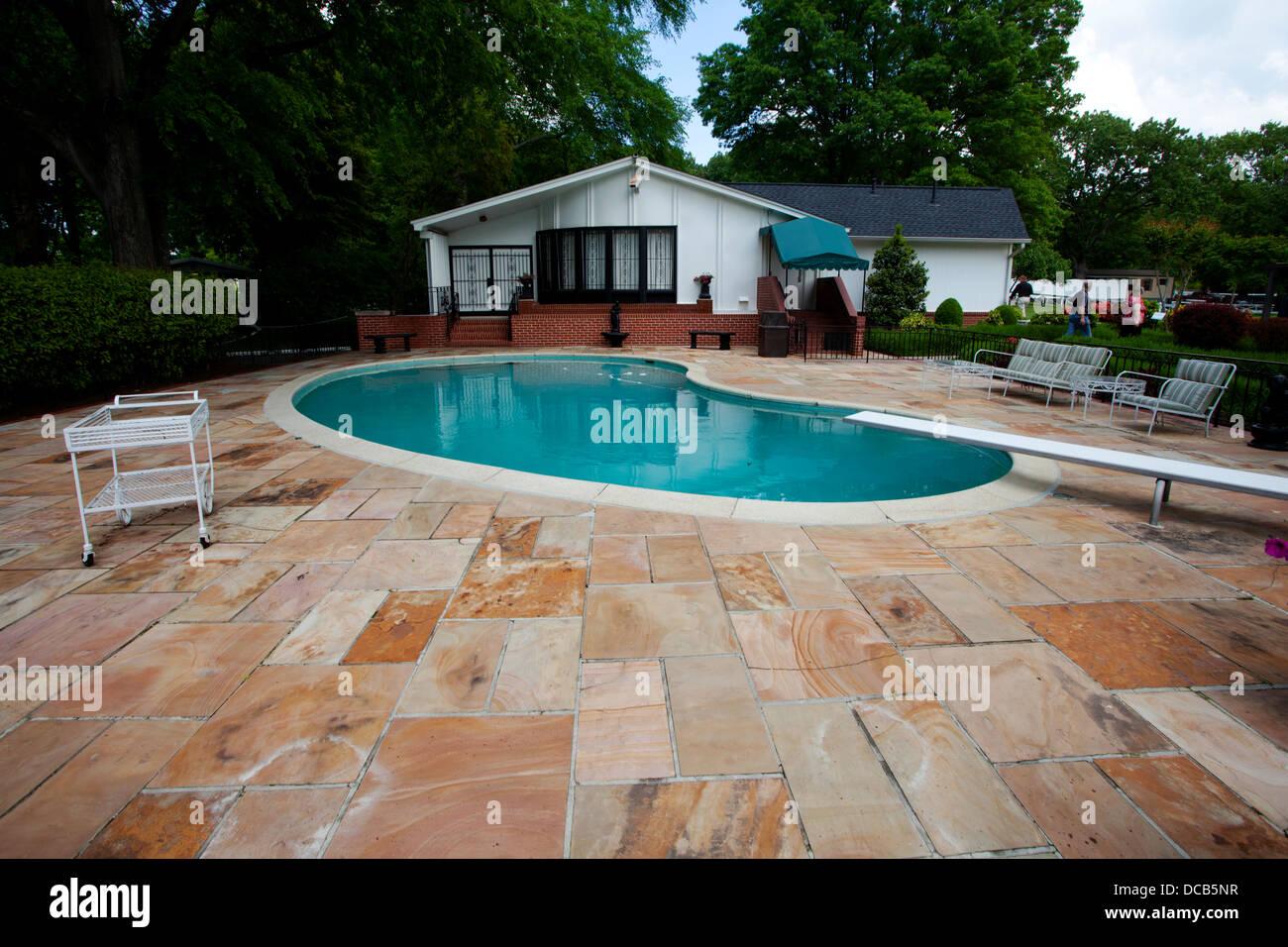 Das Schwimmbad in Graceland die Heimat von Elvis Presley in ...