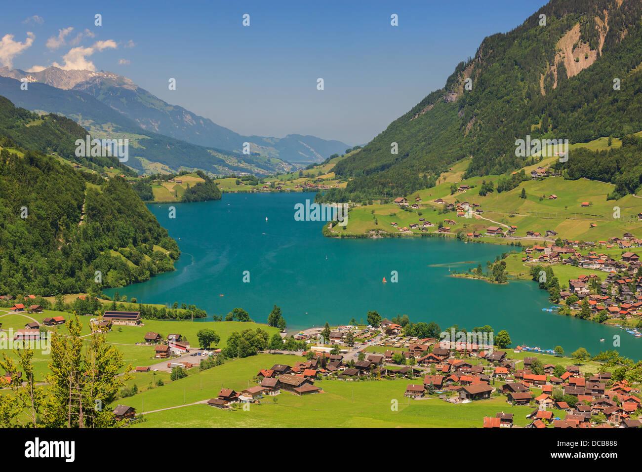 Blick auf Lungern und dem See entnommen Brunig Pass, Schweiz Stockbild