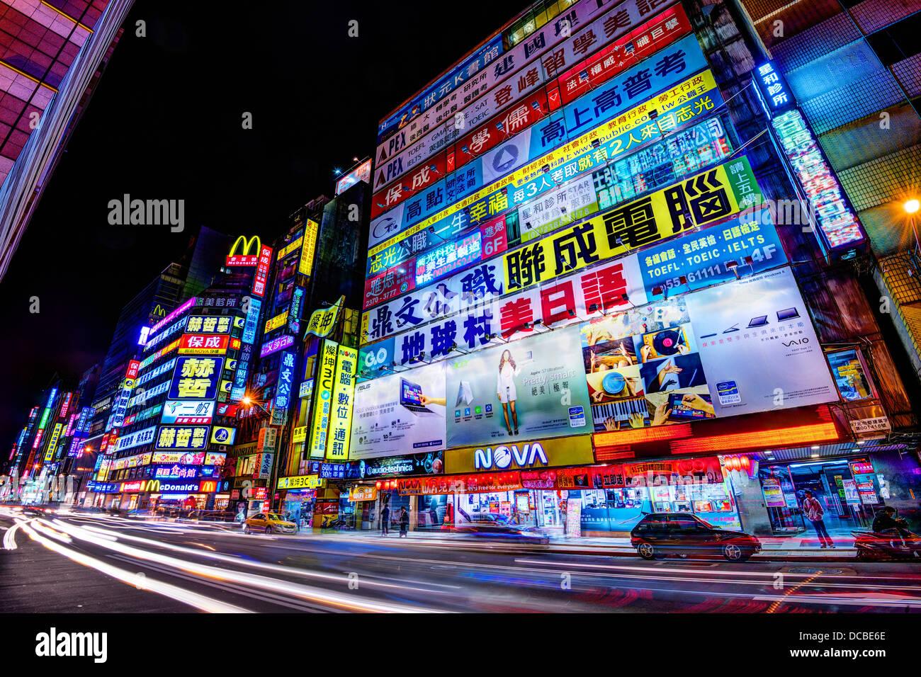 Nachtleben in Zhongzheng District von Taipei, Taiwan. Stockbild