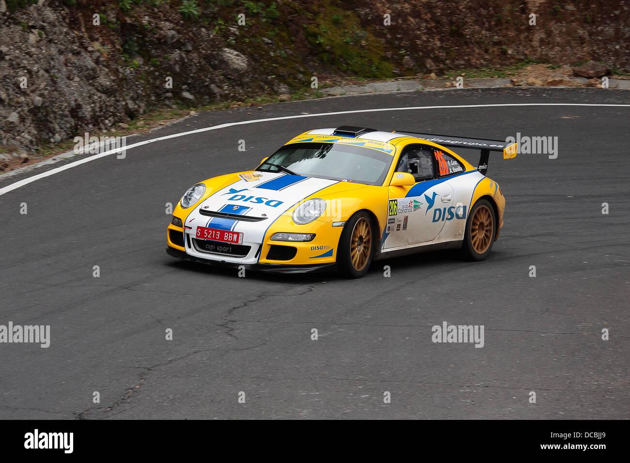 Enrique Cruz und Ariday Bonilla, im Wettbewerb mit dem ERC Rally Islas Canarias auf Gran Canaria. Stockbild