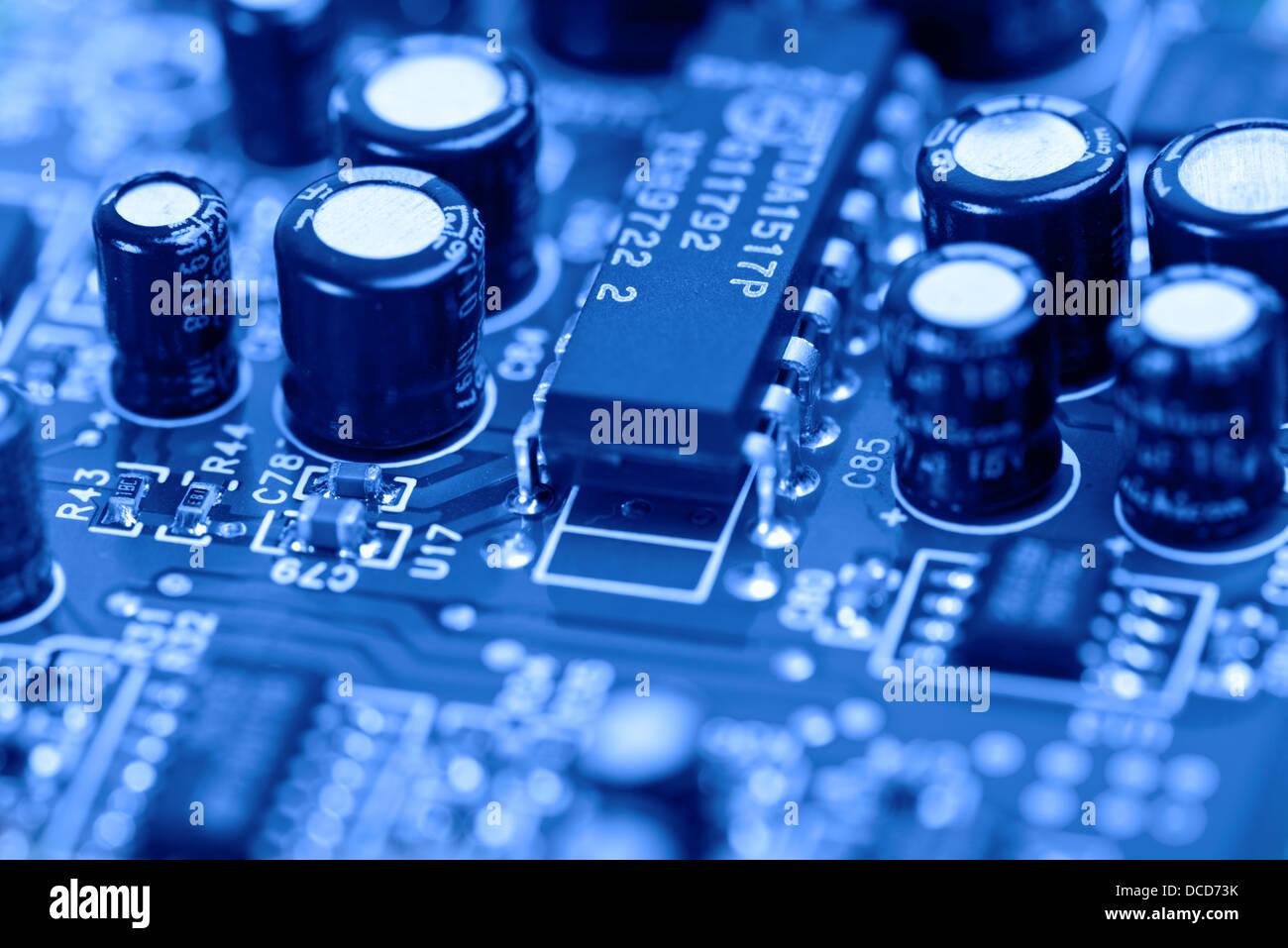 Computer-Platine in blau getönt Stockbild