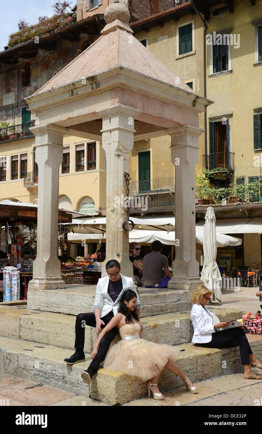 Piazza Delle Erbe Verona Italien Stockbild