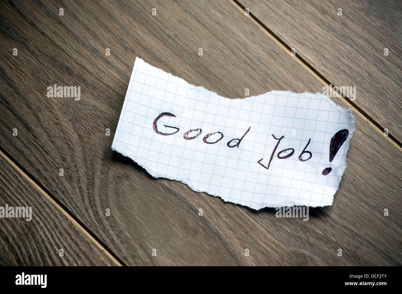 Gute Arbeit - Hand schreiben Text auf Holz Hintergrund Stockbild