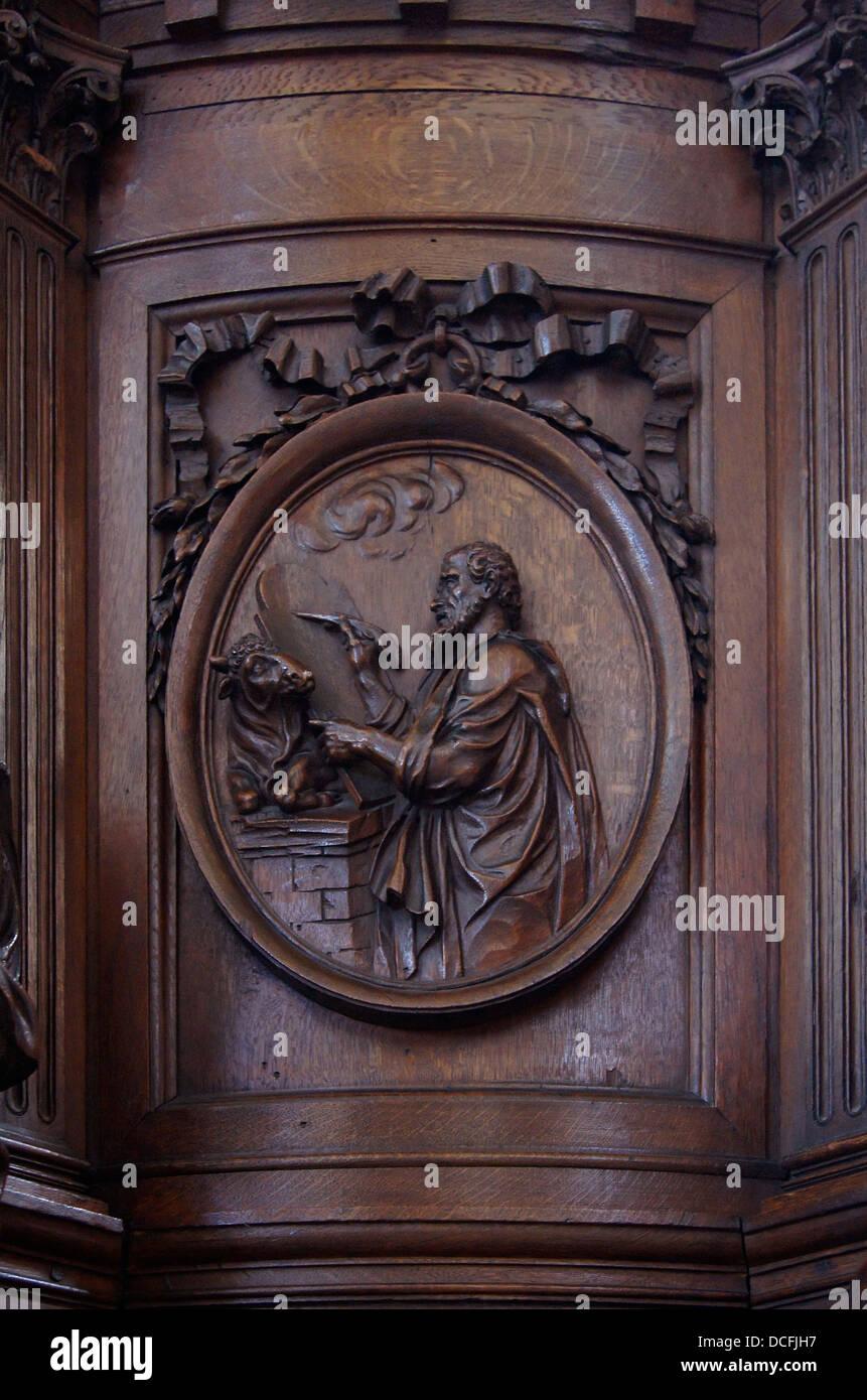 (Panel) Bestandteil der hölzerne Kanzel von Saint Etienne-du-Mont, Vertretung der heilige Lukas der Evangelist Stockbild