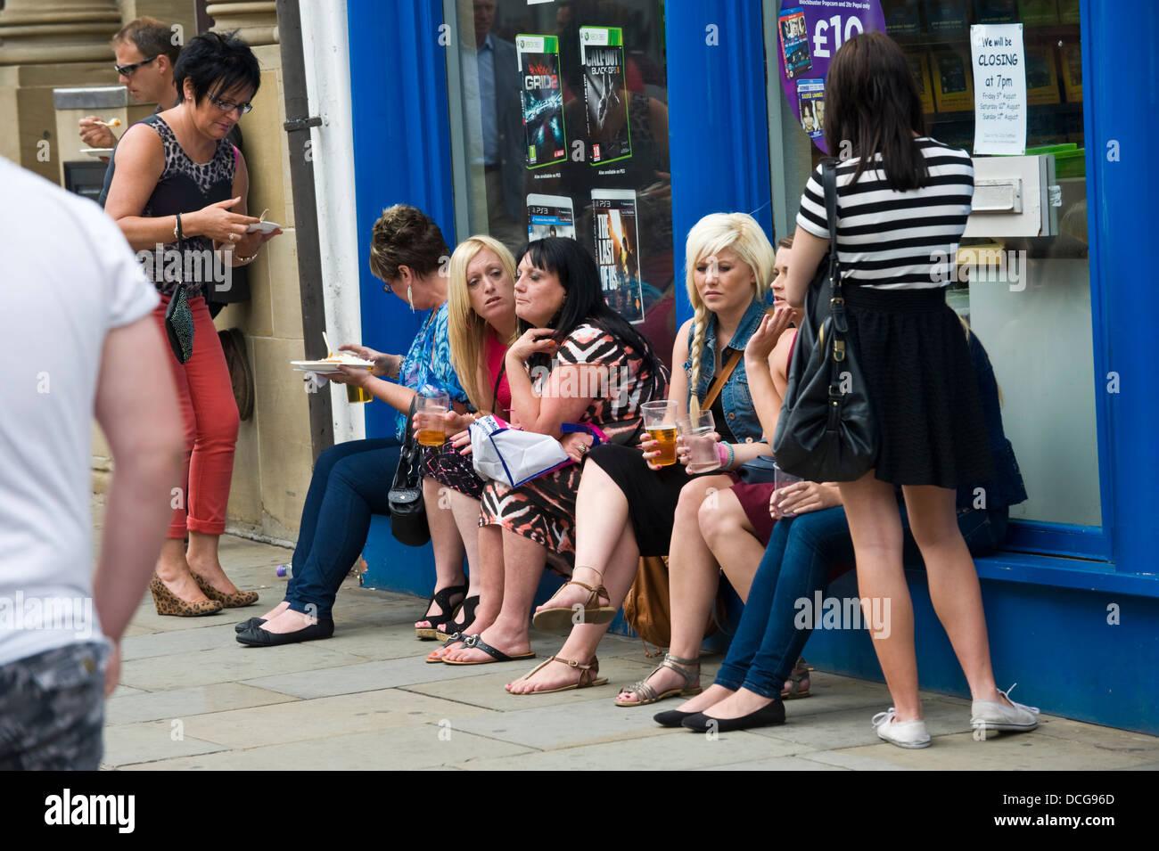 Binge Drinking Uk Women Stockfotos & Binge Drinking Uk Women Bilder ...