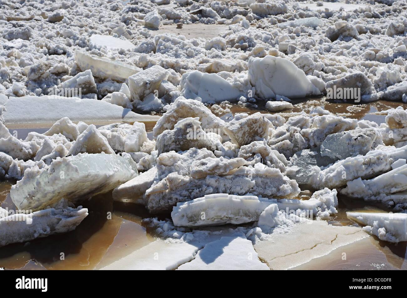 Hintergrund mit Eis auf dem Fluss treiben Stockbild