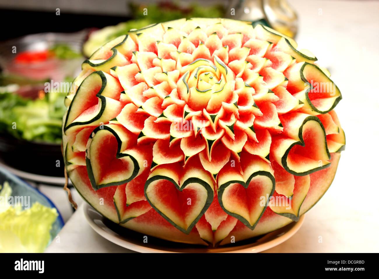 Eine Nahaufnahme Der Kunst Der Wassermelone Schnitzen Obst Stockfoto