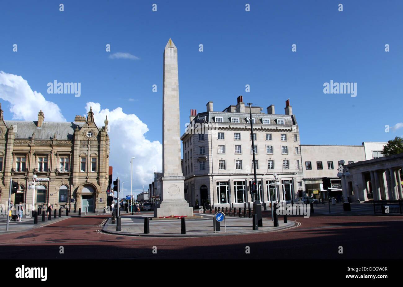 Southport in Lancashire mit seiner Krieg-Denkmal-Obelisk gemacht von Portland (Naturstein) Stockbild