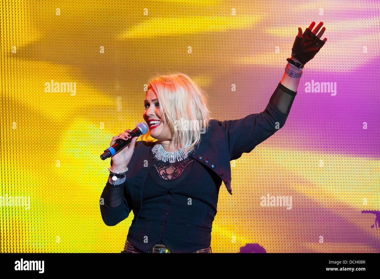 Remenham, Henley-on-Thames, Oxfordshire, Vereinigtes Königreich. 17. August 2013. Englische Pop-Sängerin Stockbild