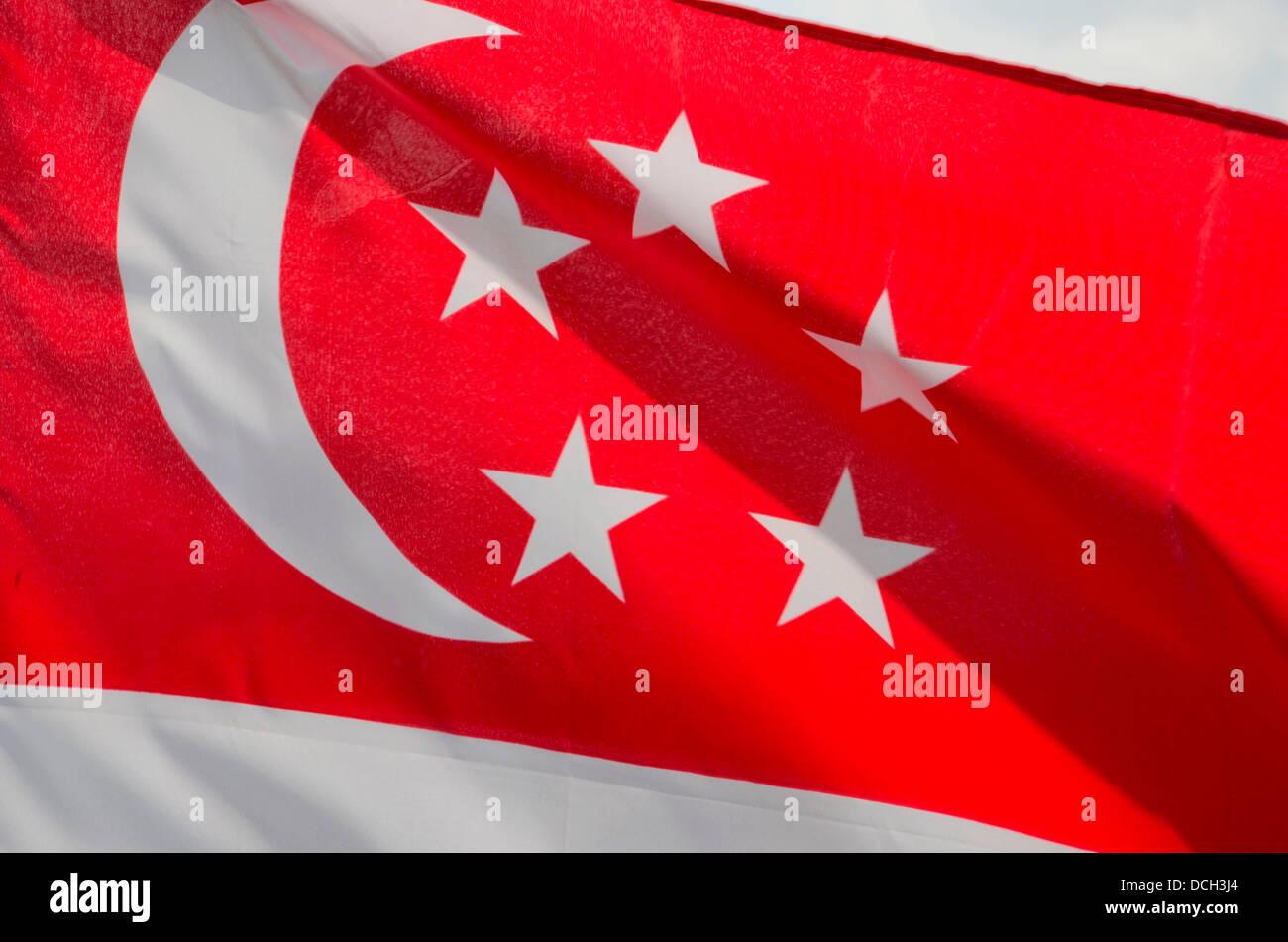 singapur rot wei e flagge mit halbmond stars stockfoto bild 59383020 alamy. Black Bedroom Furniture Sets. Home Design Ideas
