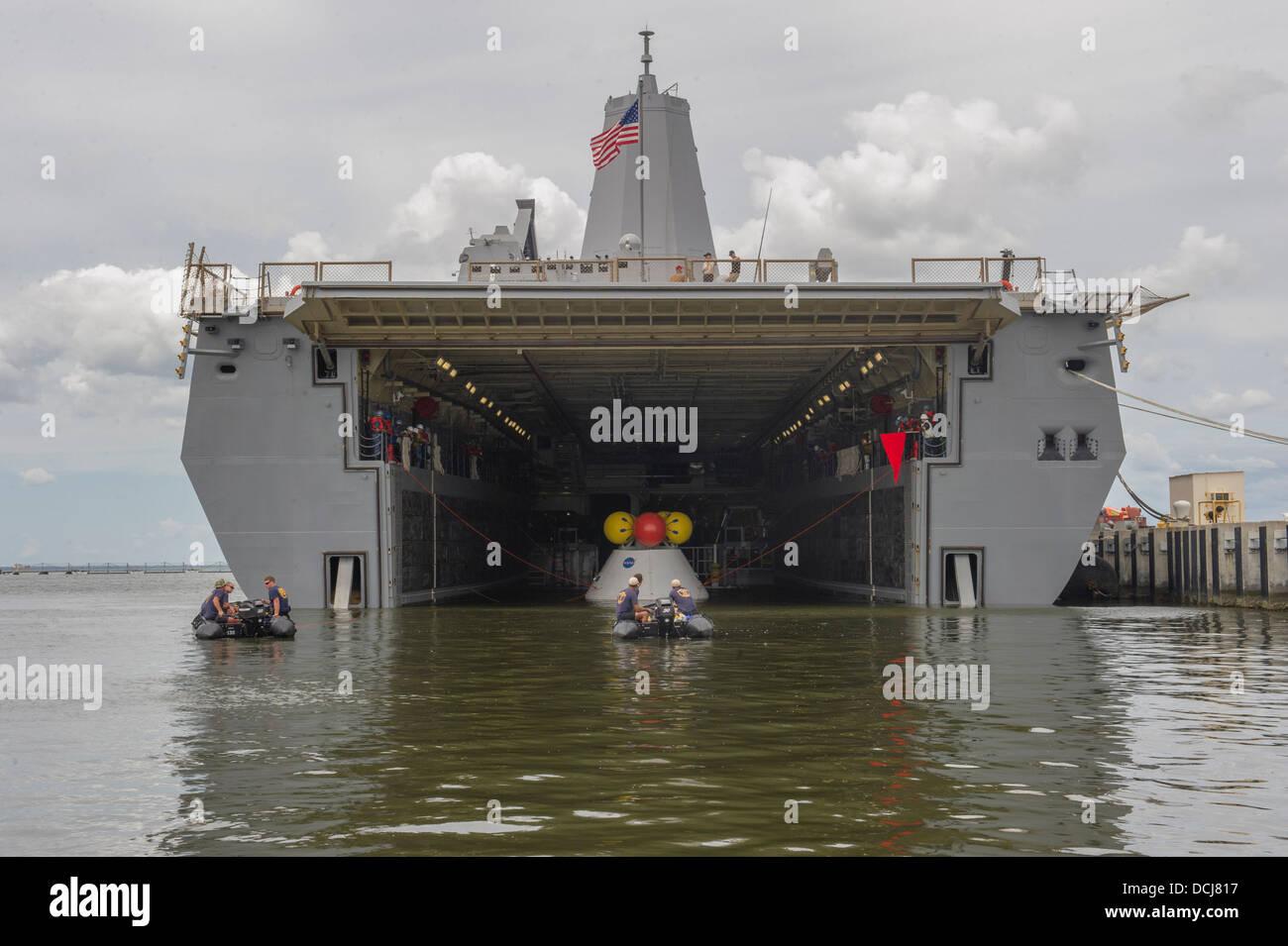Matrosen an Bord der amphibischen Transportschiff der Dock USS ...