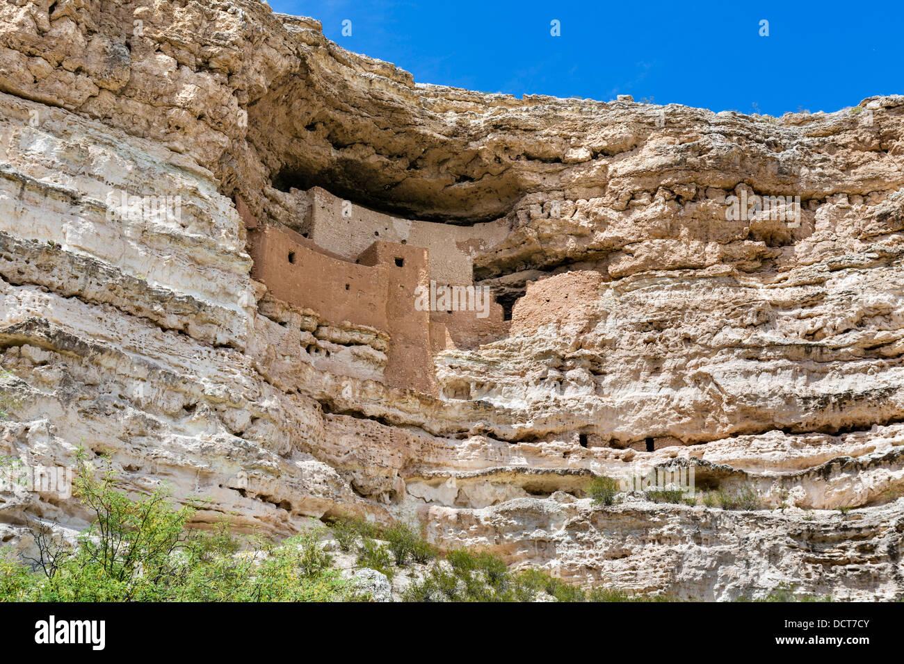 Montezuma Castle National Monument, gut erhaltene Klippe Wohnung der Sinagua Menschen, in der Nähe von Camp Stockbild