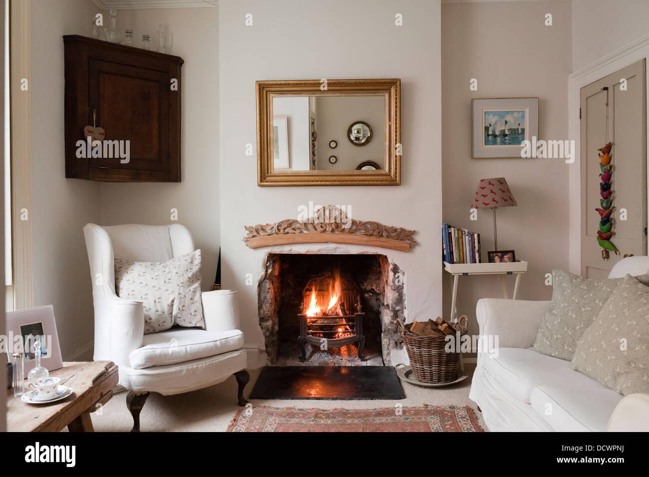 wohnzimmer mit beleuchteten feuer in bristol heimat des britischen stoffdesignerin emily bond - Wohnzimmer Feuer