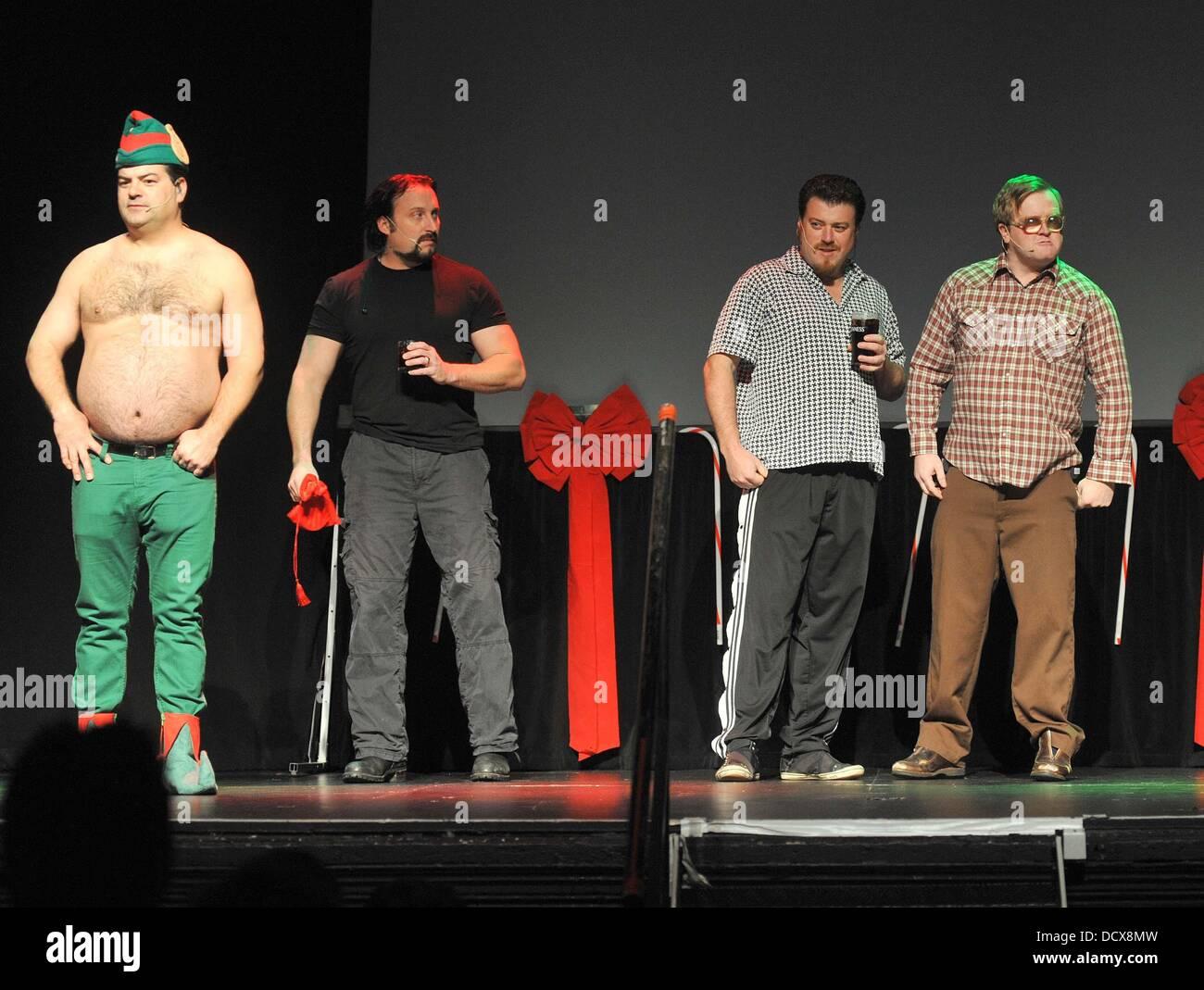 Die Besetzung der Trailer Park Boys in ihrer Weihnachts-Bühne zeigen ...