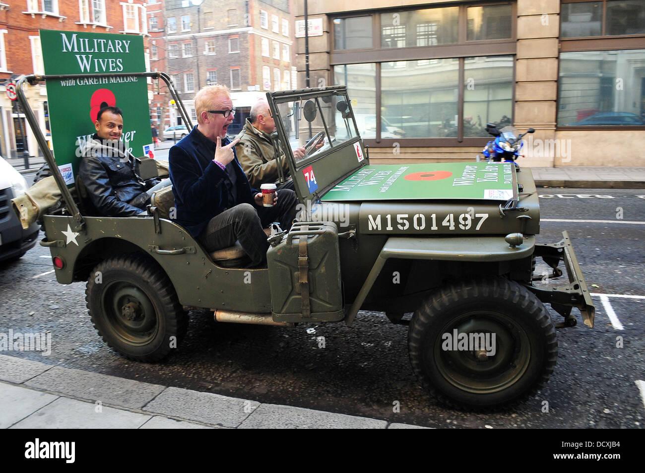 Chris Evans wird in ein Willys Jeep, als er die BBC Radio 2 Studios ...
