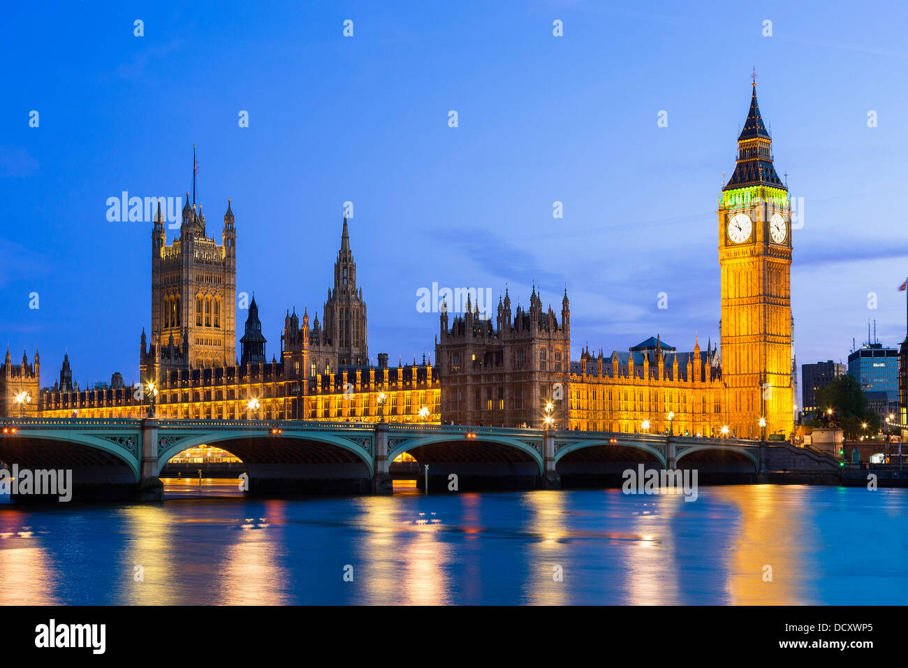 London, Parlamentsgebäude in der Abenddämmerung Stockbild