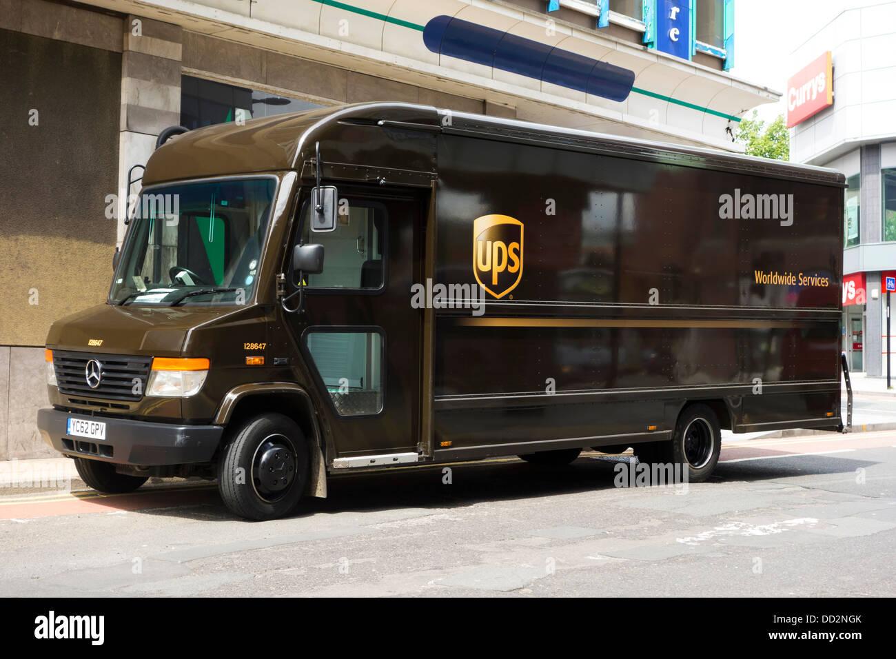 ups truck delivery van stockfotos ups truck delivery van bilder alamy. Black Bedroom Furniture Sets. Home Design Ideas