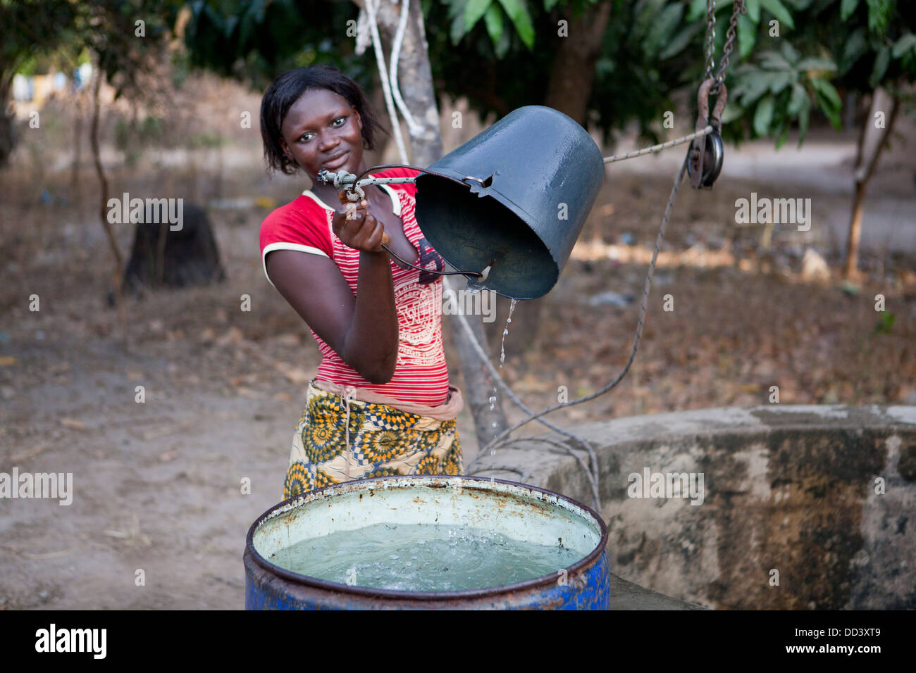 Wasser auch im Senegal, Westafrika. Stockbild