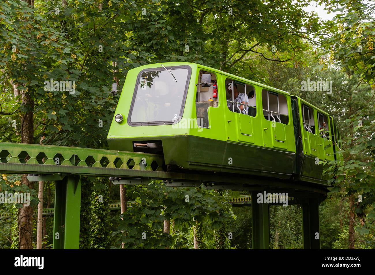 Monorail am National Motor Museum in Beaulieu in Beaulieu, Hampshire, England, Großbritannien, Uk Stockbild
