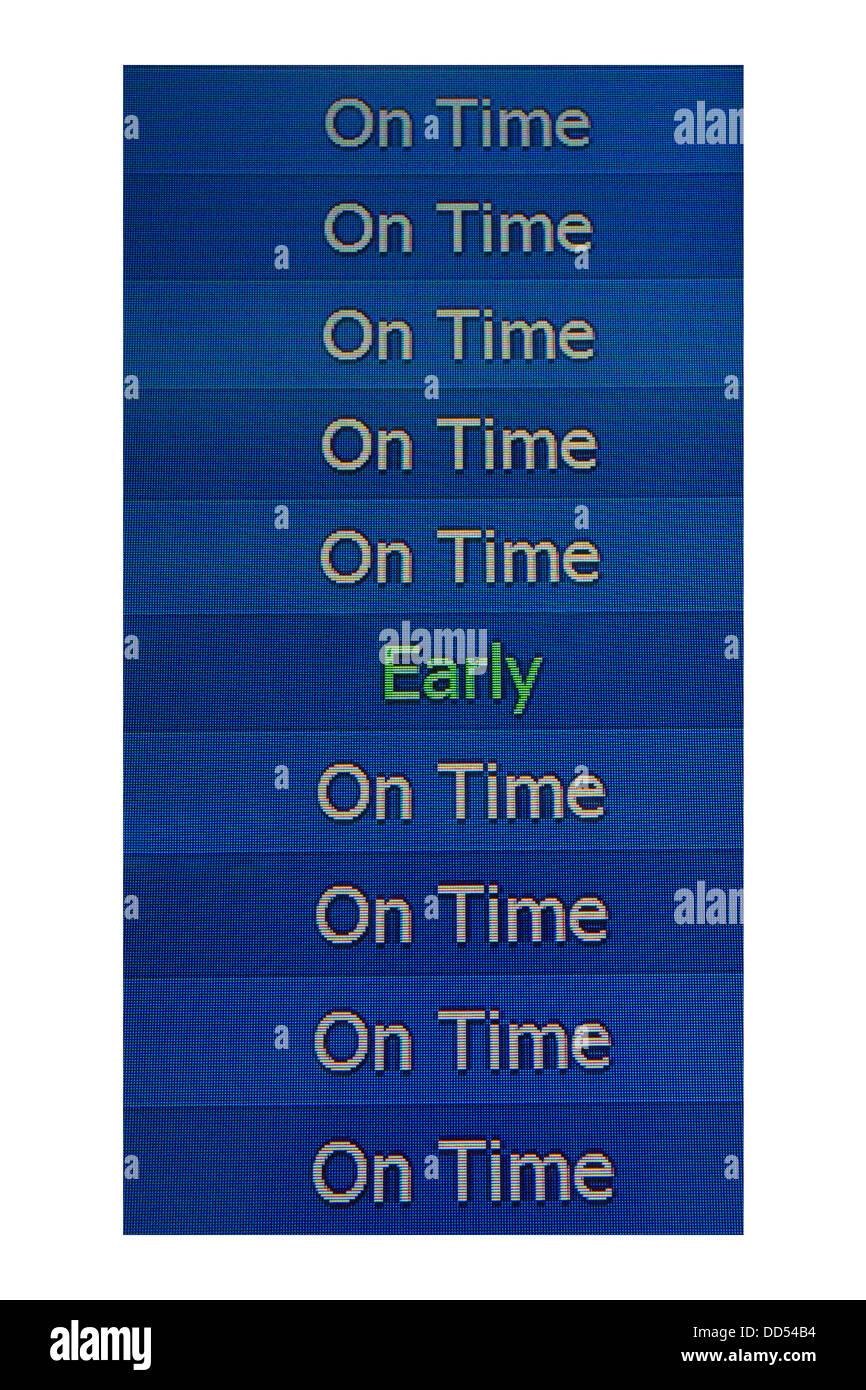 Elektronische Ankünfte Flughafen an Bord mit einem frühen Flug unter pünktliche Flüge Stockbild