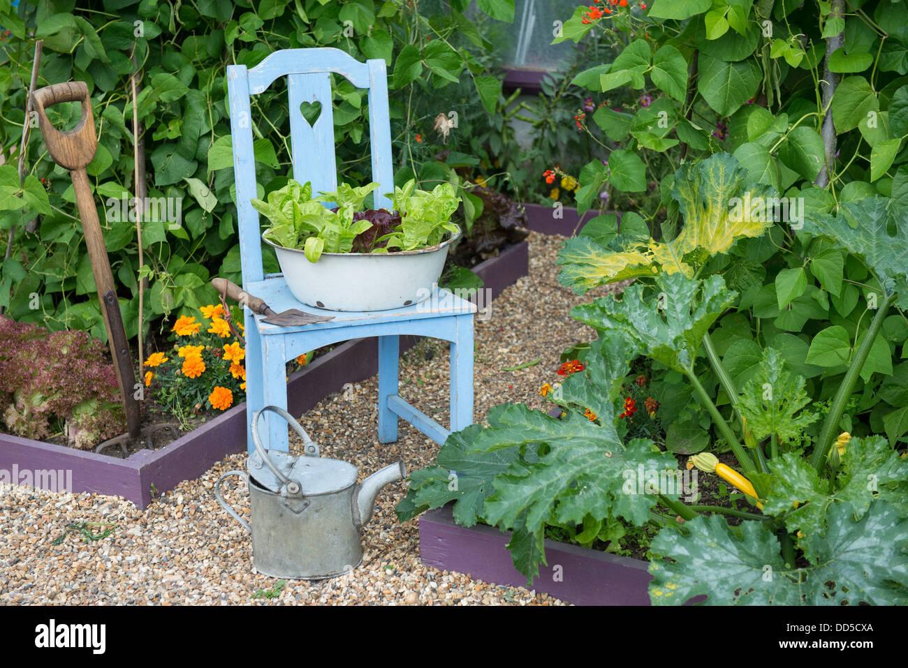 Holzstuhl zum bepflanzen perfect dekoideen garten - Bepflanzter stuhl ...