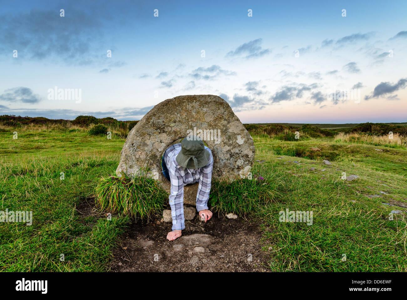 Die Männer ein Tol Menhire in der Nähe von Penzance in Cornwall, lokale Legende sagt, dass eine Person Stockbild
