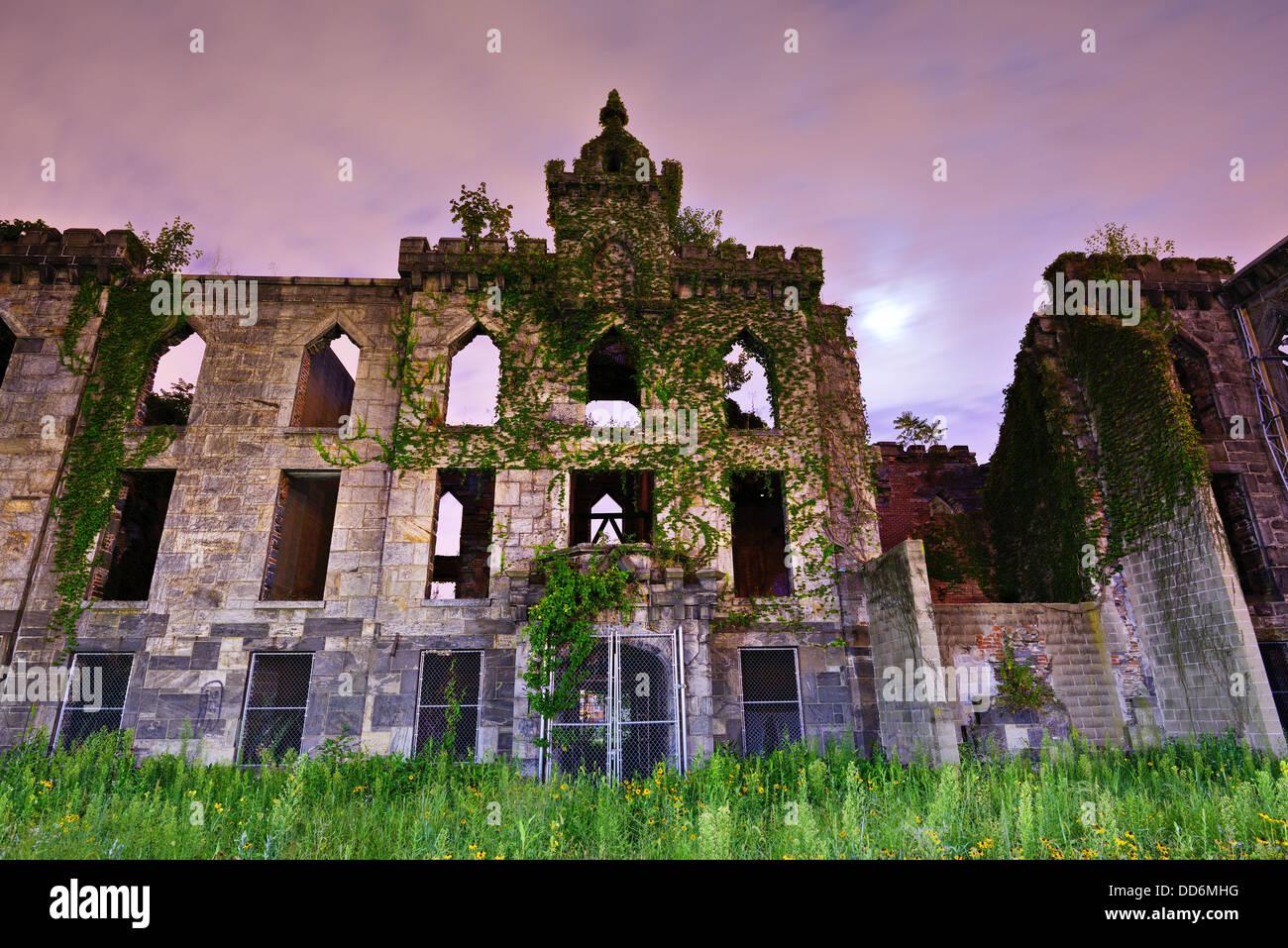 Ruinen von Pocken Krankenhaus auf Roosevelt Island in New York City. Stockbild
