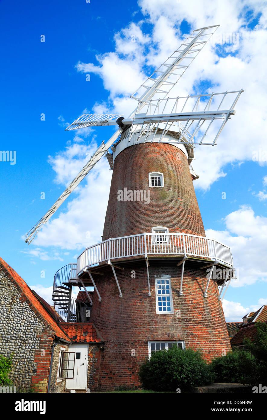 Cley nächstes Meer, Backsteinturm und GAP Windmühle, Norfolk, England UK Englisch Windmühlen Mühle Stockbild