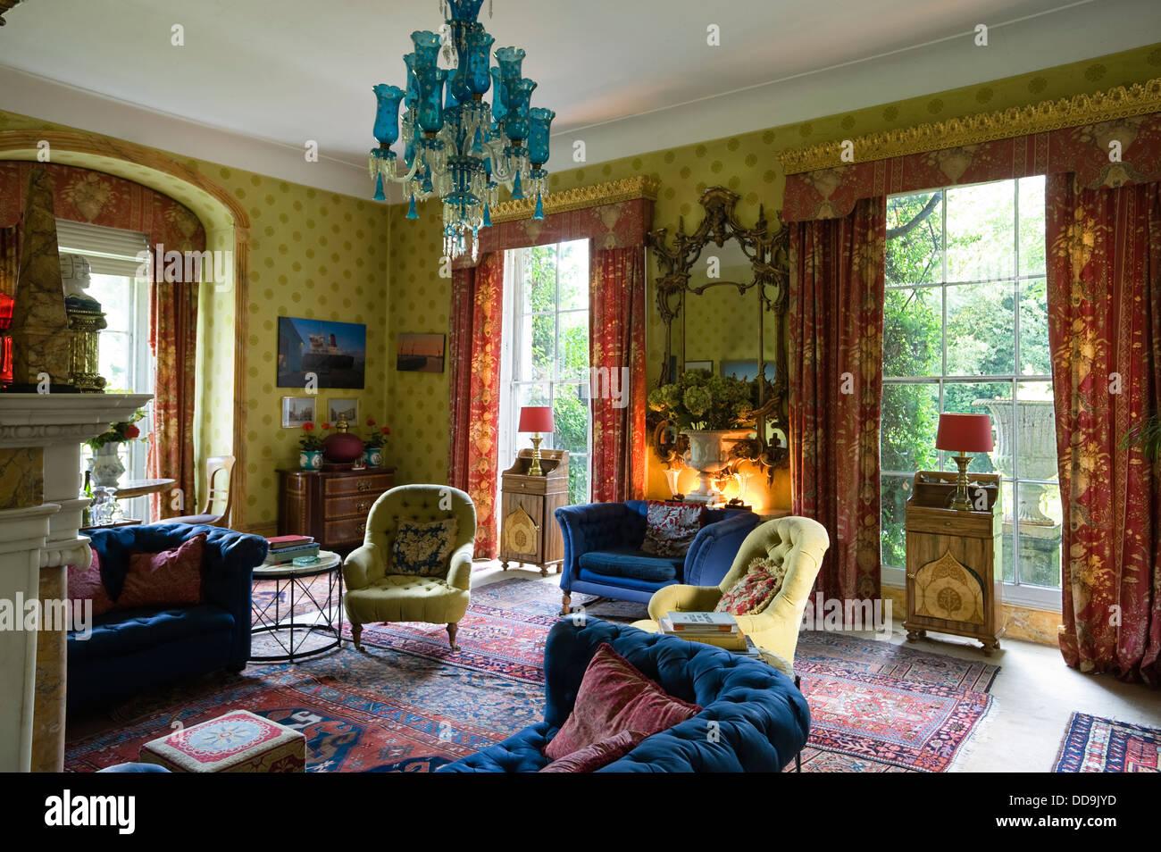 Wohnzimmer Tapete von Cole & Söhne mit kontrastierenden blauen ...