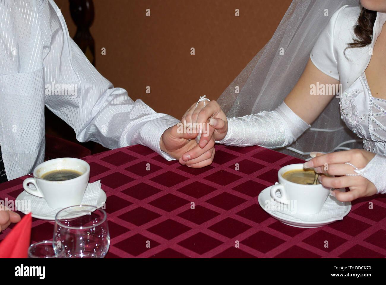 Hand ist in einer hand Stockbild