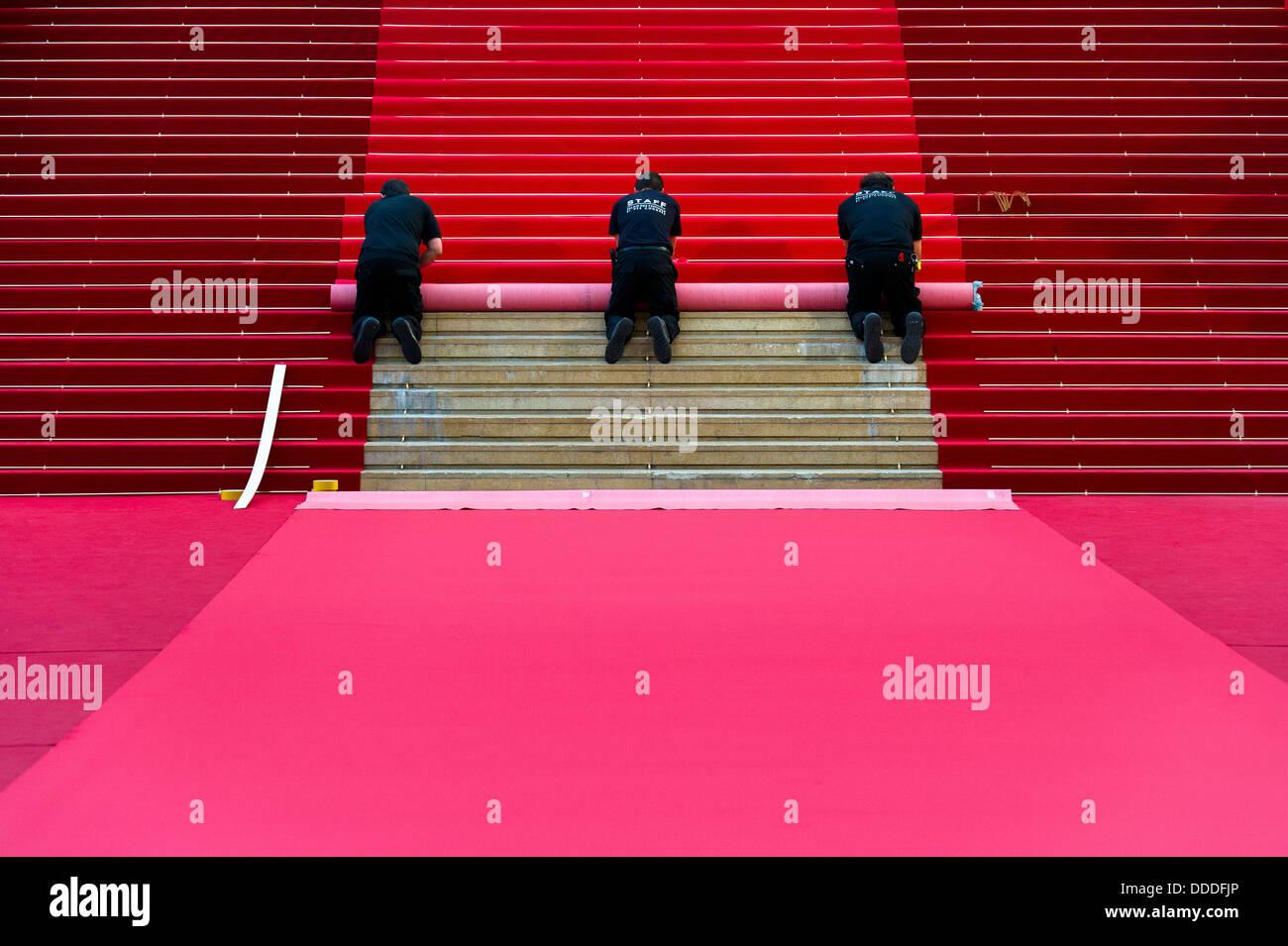 Europa, Frankreich, Alpes-Maritimes, Cannes Filmfestival, Teppich Installation für den roten Teppich. Stockbild