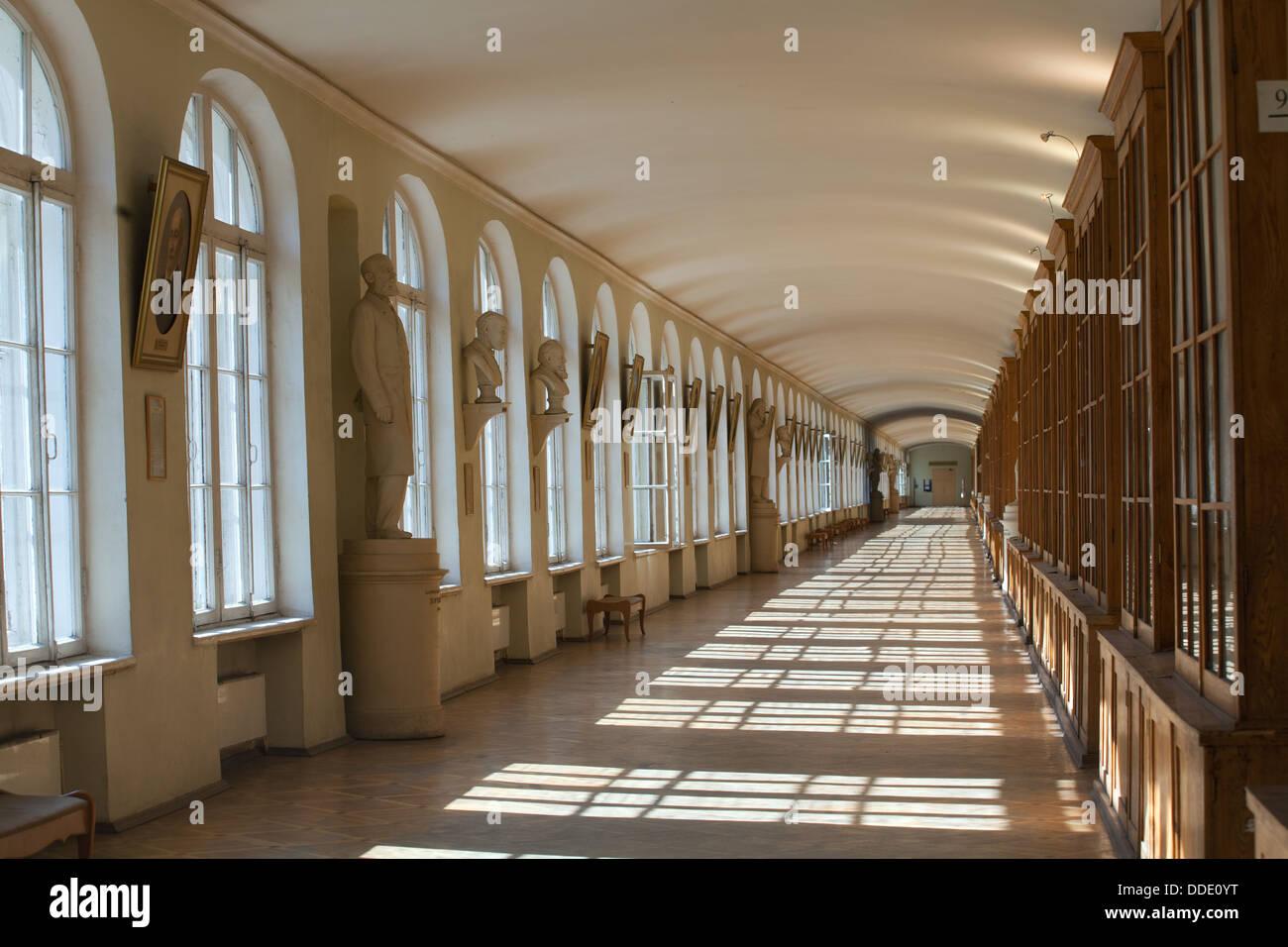 Innenraum. Das historische Gebäude der zwölf Kollegs jetzt Häuser ...