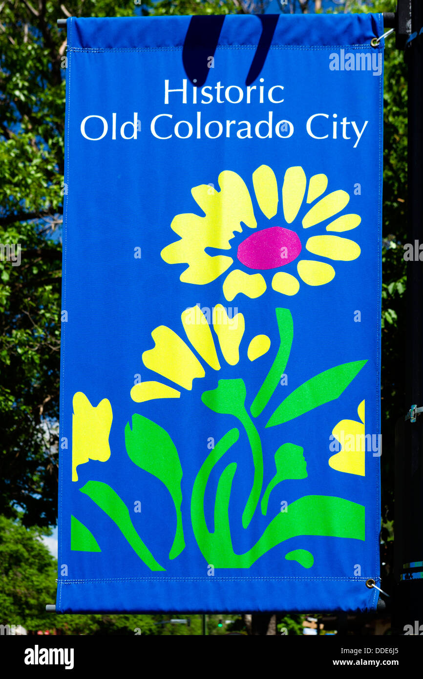 Laternenpfahl Banner auf W Colorado Ave in Old Colorado City, Colorado Springs, Colorado, USA Stockbild