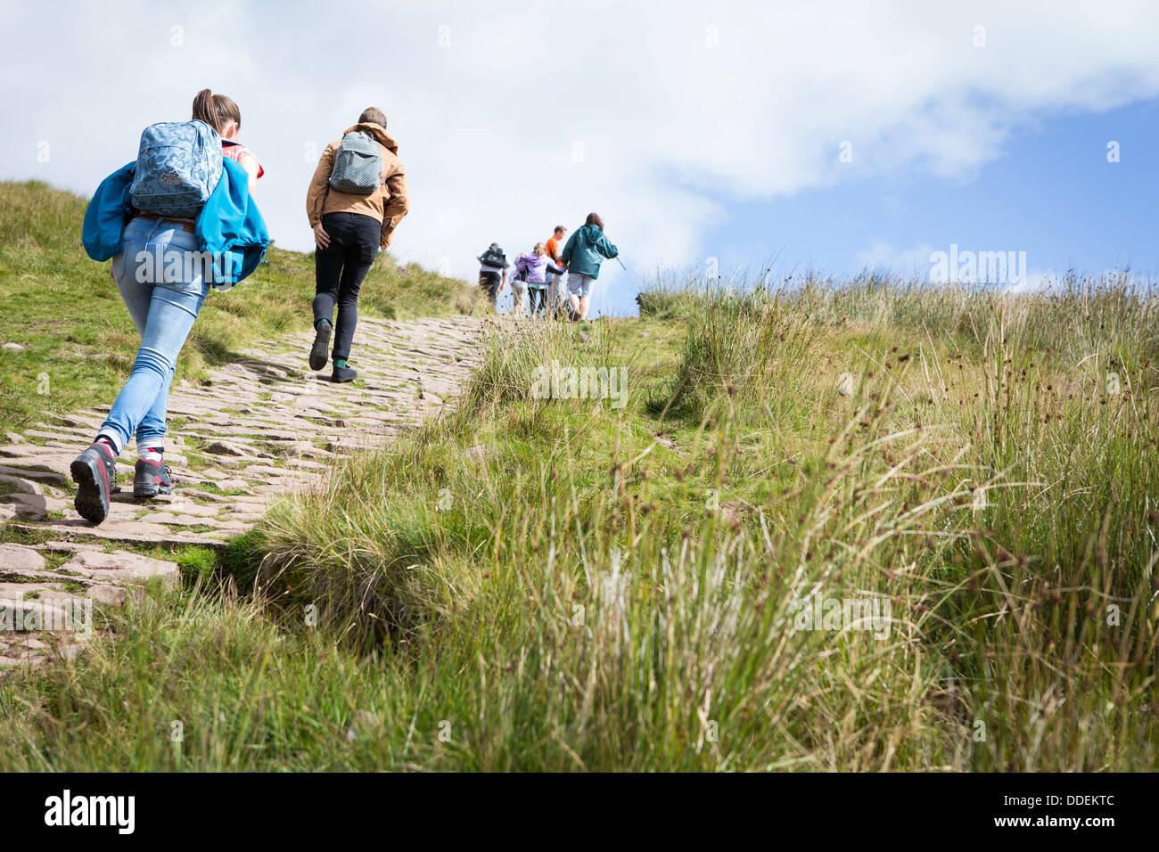 Pen-Y-Fan hinaufzugehen in den Brecon Beacons National Park, Wales. Stockbild