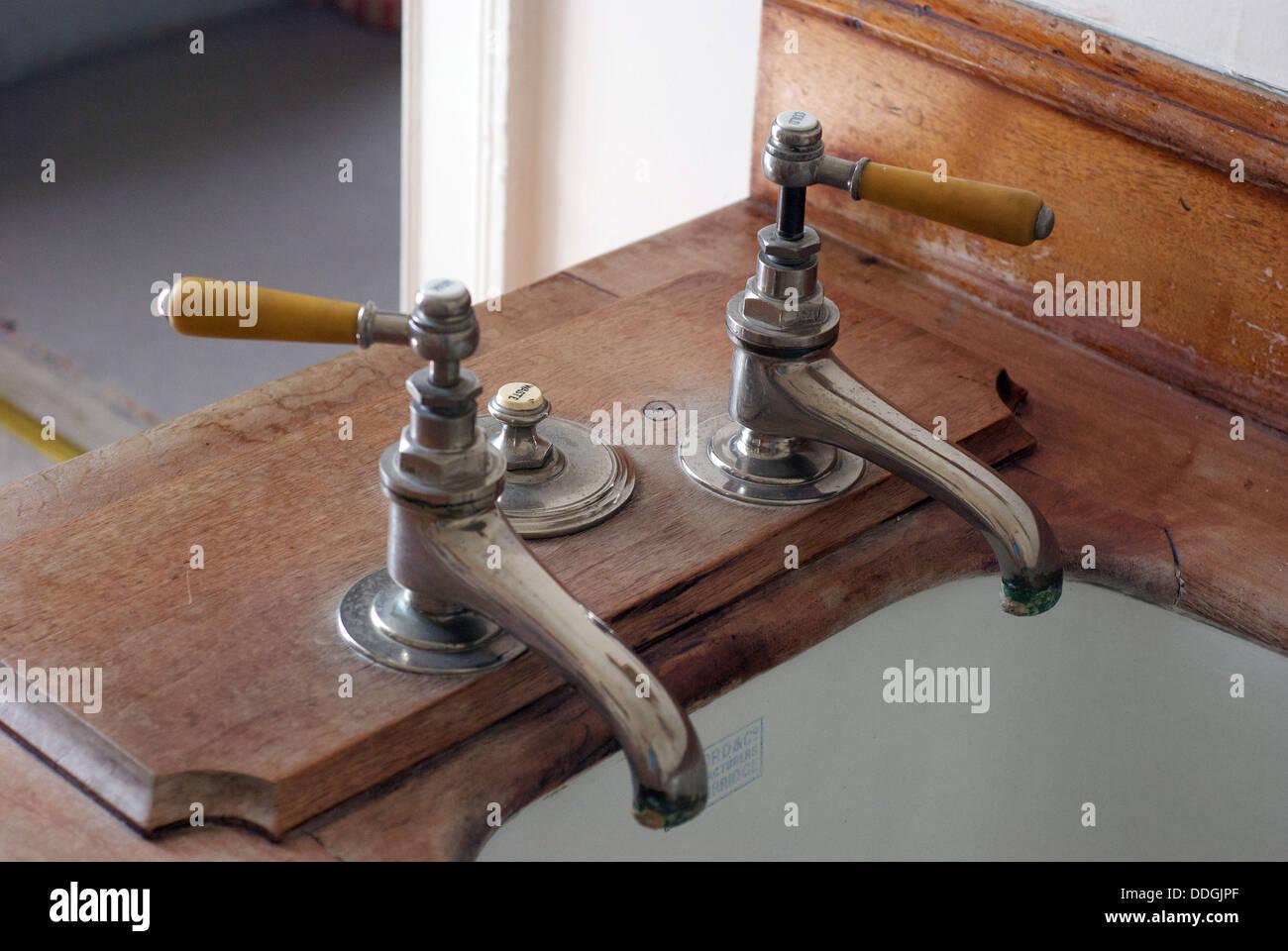 Alten Altmodische Retro Vintage Antike Badewanne Armaturen In Einem