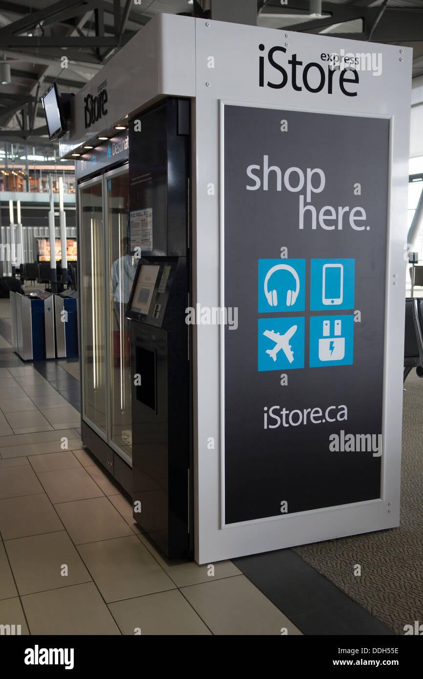 iStore Express-Automaten am Flughafen mit Apple-Elektronik und Zubehör Stockbild