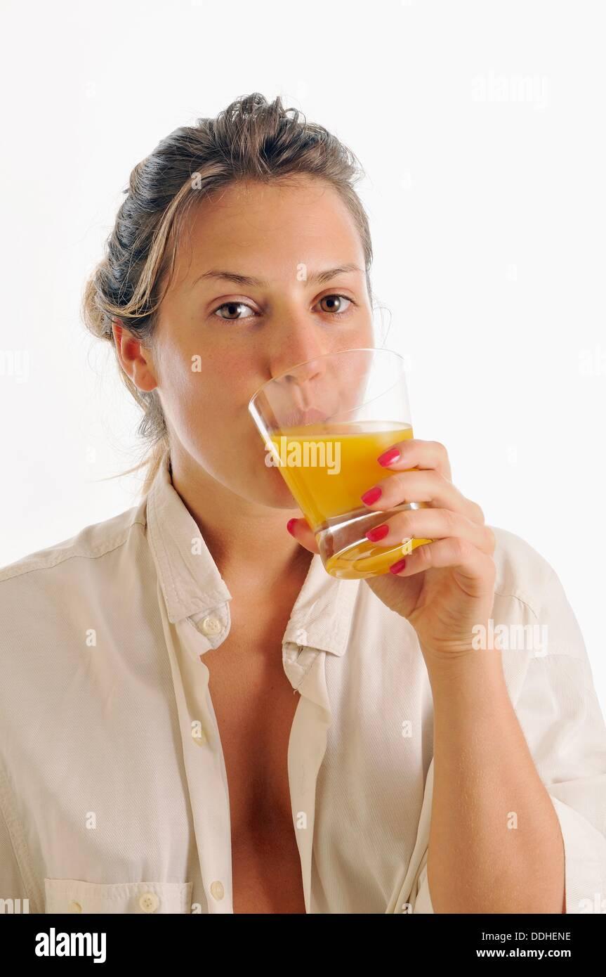 Frau Trinkt Pferdesperma